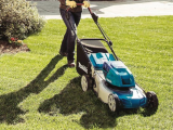 Košnja trave z električno kosilnico